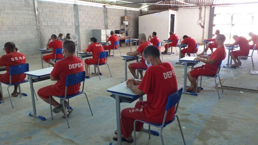 Enem Prisional é aplicado para mais de 4 mil presos em Minas